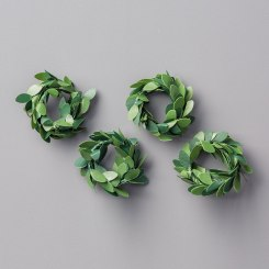 boxwood wreath embellishments